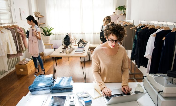 Starting Clothing Store Business – Profitable Business Plan & Industry Highlights